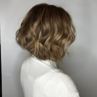 short haircut with layers and highlights